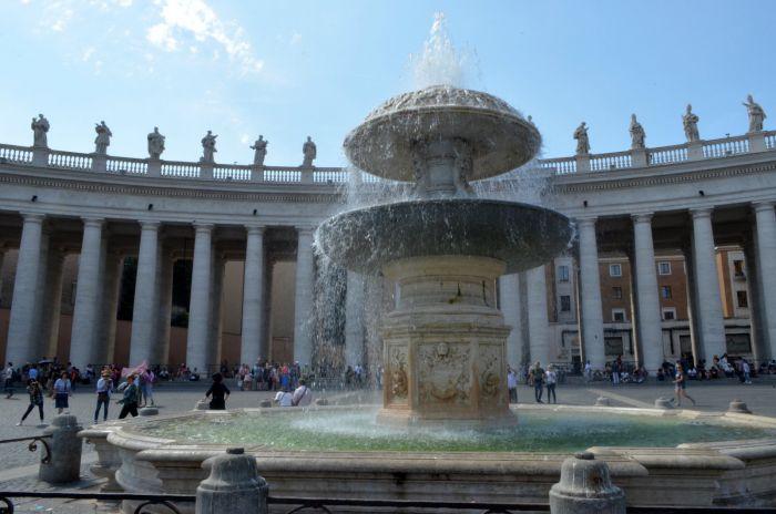 Fontána na Svatopetrském náměstí