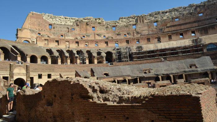 Vnitřek Kolosea, Řím