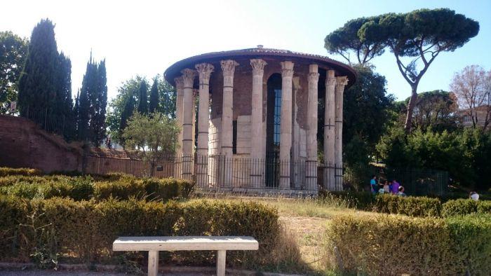 Malý, antický chrám